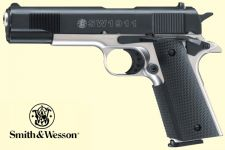 Smith & Wesson 1911. Blåneret/chrom finish.